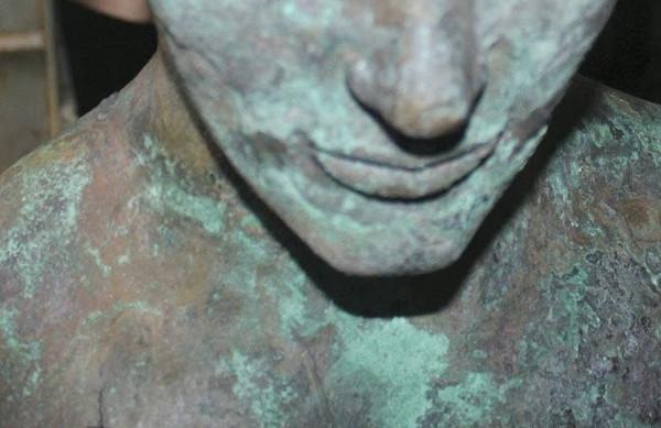 farba materyczna z efektem starego, utlenionego brązu
